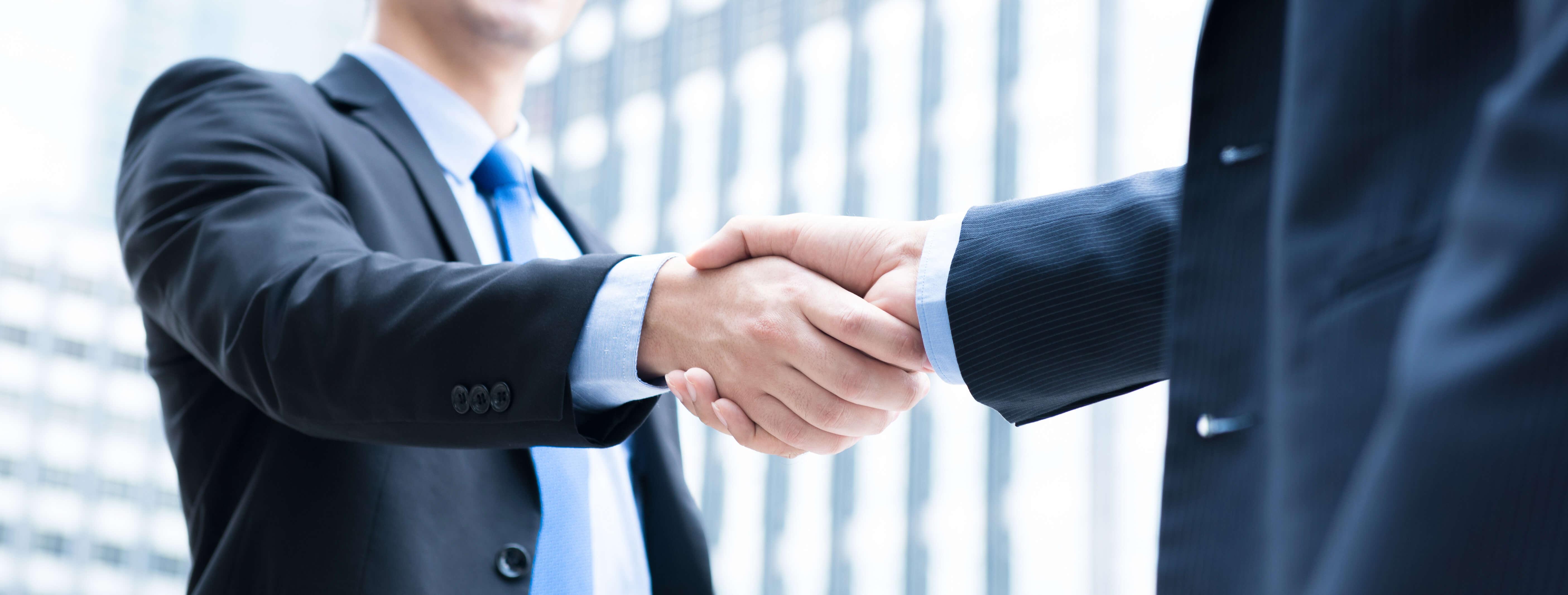 Handschlag zweier Geschäftsmänner